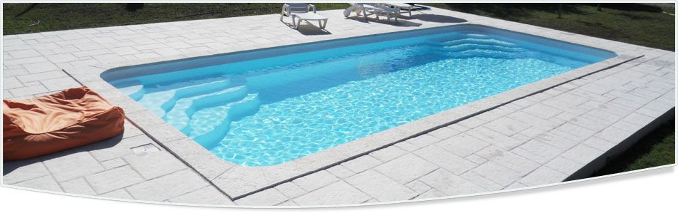 Grande piscine coque rectangulaire