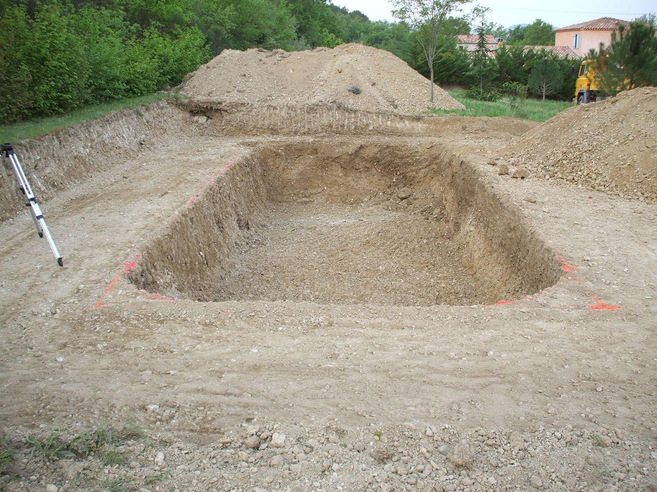 Terrassement d 39 une piscine trou pour la piscine polyester - Terrassement bassin d arcachon tourcoing ...
